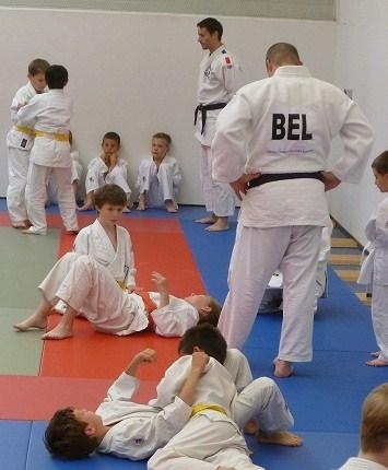 0ba2fe1de68c Le grade de ceinture noire 1er dan est accessible à partir de l âge de 15  ans. L examen pour y accéder est présenté devant le jury des grades de la  ...